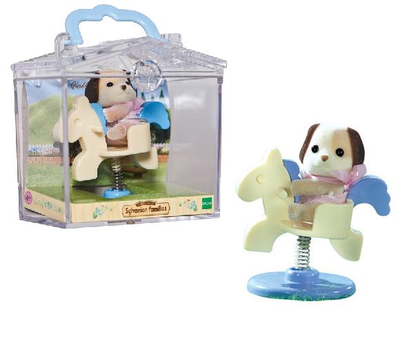 Фигурка Sylvanian Families: Младенец в пластиковой коробке 3340 - Собачка на качелях-лошадке