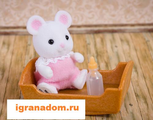 Фигурка Sylvanian Families: Малыш Белый мышонок